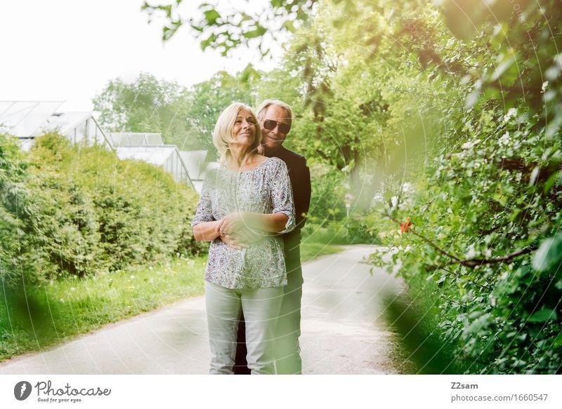 Das Leben ist schön Frau Natur Mann alt Sommer Landschaft Liebe Senior natürlich lachen Glück Garten Paar Zusammensein Park elegant