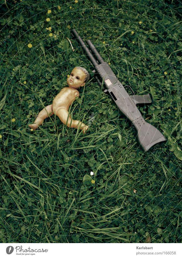 spielzeug 2.0. Wiese Tod Umwelt Spielen Gefühle Traurigkeit Kindheit Angst authentisch kaputt Hoffnung bedrohlich Trauer Vergänglichkeit Frieden Spielzeug