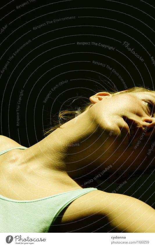 Dancing Frau Mensch Jugendliche schön ruhig Gesicht Erwachsene feminin Leben Gefühle Bewegung Stil Traurigkeit träumen Kraft elegant