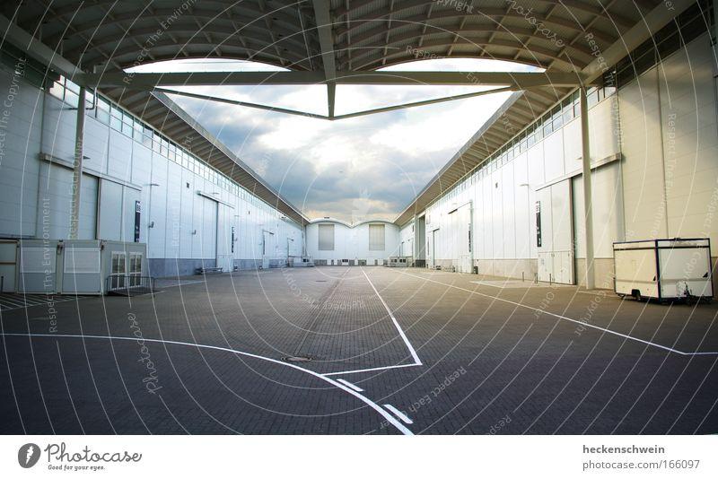 Messehallen Wirtschaft Industrie Handel Güterverkehr & Logistik Dienstleistungsgewerbe Mittelstand Feierabend Industrieanlage Bauwerk Gebäude Mauer Wand Fassade