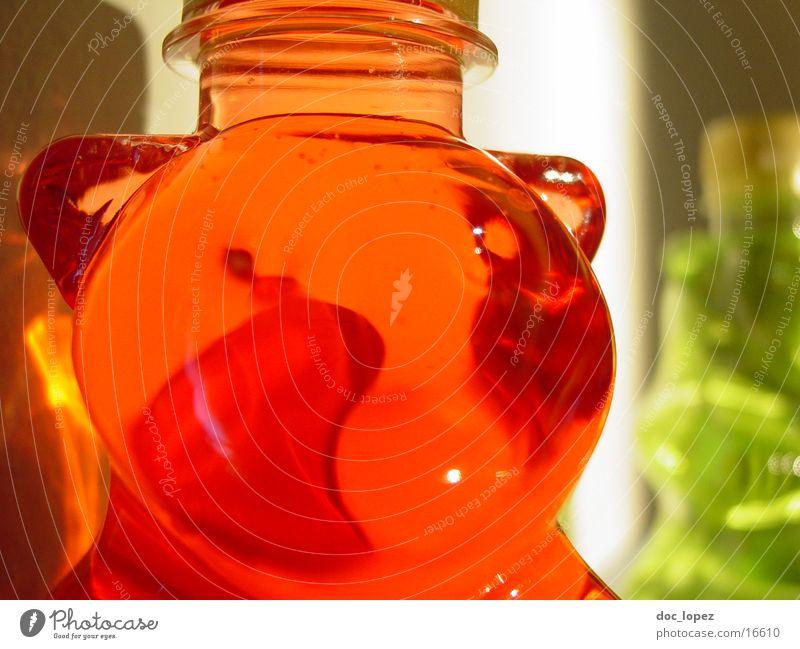baer Gummibärchen rot grün Häusliches Leben Bär bärflasche Flüssigkeit Schatten