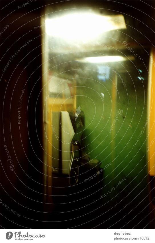 call some friends Telefonzelle Nachtaufnahme gelb grün Herbst Lomografie oeffentlicher apparat fuer kommunikation Unschärfe Stimmung