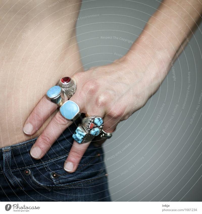 Hüftsilber Lifestyle Reichtum Stil Frau Erwachsene Leben Hand Hüfte 1 Mensch Jeanshose Schmuck Ring Silberschmuck indianerschmuck Edelstein türkis stehen