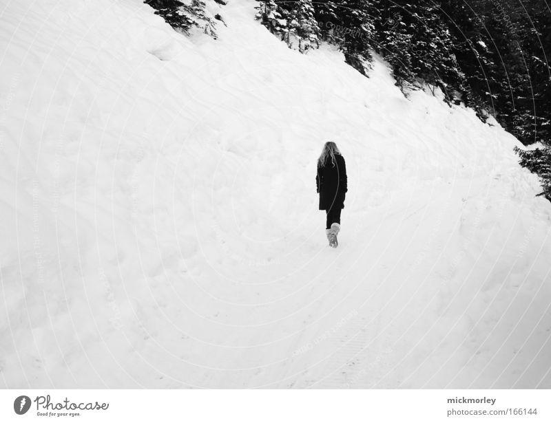 Walking into nothing Mensch Natur weiß Winter ruhig Landschaft kalt Berge u. Gebirge Bewegung Glück Eis Zufriedenheit Kraft gehen frei Frost