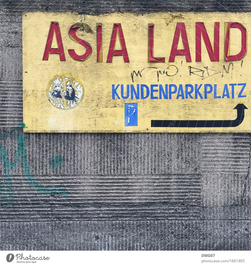Asia Land alt Stadt Straße Graffiti Lifestyle Stein Wohnung Metall Häusliches Leben Verkehr Schriftzeichen Schilder & Markierungen kaufen Hinweisschild Beton