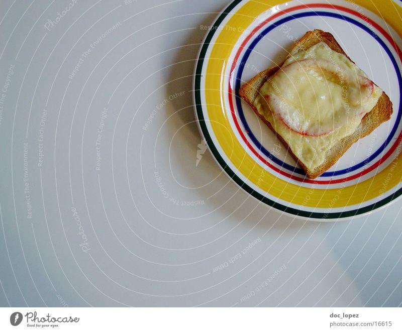 toast! Käse Teller Luftaufnahme lecker Snack kulinarisch Studentenlunch Ernährung Toastbrot Tomate Appetit & Hunger aus dem Backofen fuer Zwischendurch