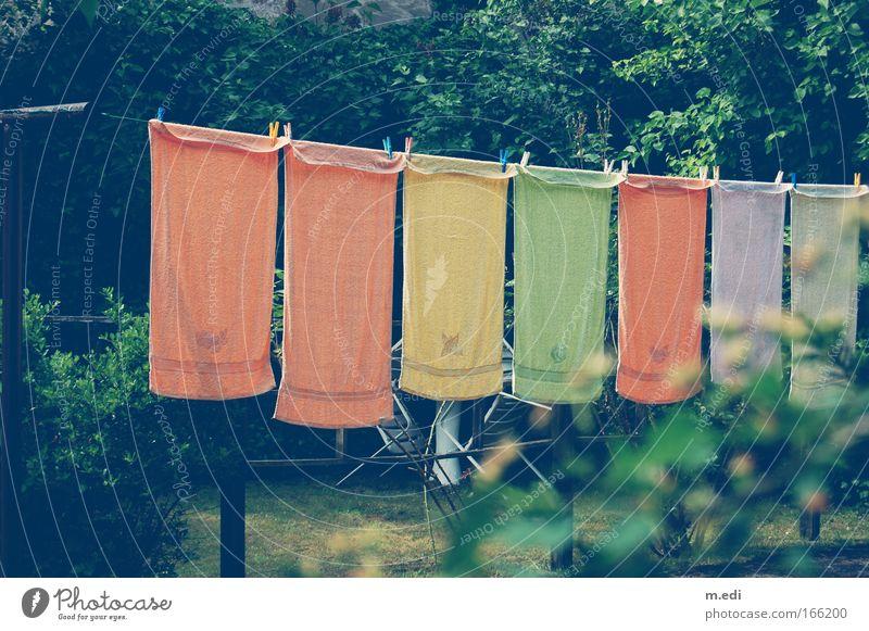 Die Gehängten Gras Garten Sträucher gut Handtuch Wäscheleine