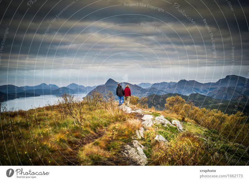 Side by side... Mensch maskulin feminin Paar Partner 2 Natur Landschaft Gewitterwolken Gipfel Fjord Zusammensein Liebe Verliebtheit Romantik Liebesaffäre
