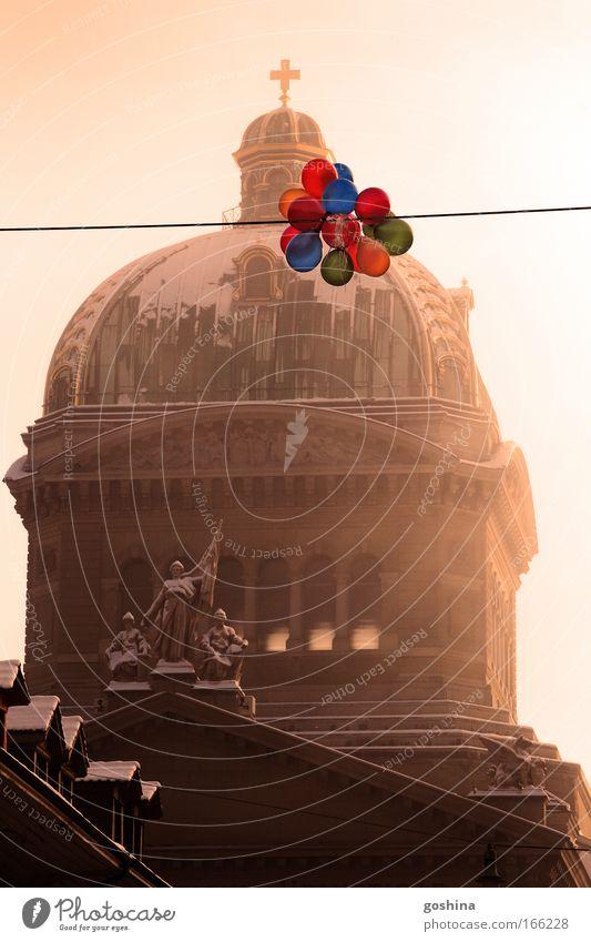 Farben im Wind Farbfoto Gedeckte Farben mehrfarbig Außenaufnahme Menschenleer Textfreiraum Mitte Morgen Tag Licht Silvester u. Neujahr Kunst Kunstwerk Winter