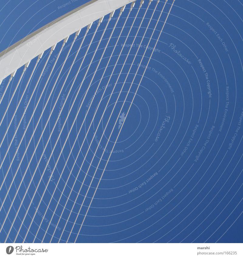 Die Harfe Himmel blau weiß Architektur Linie Kunst hoch frei modern Seil Brücke Industrie Kultur Bauwerk Unendlichkeit Höhe