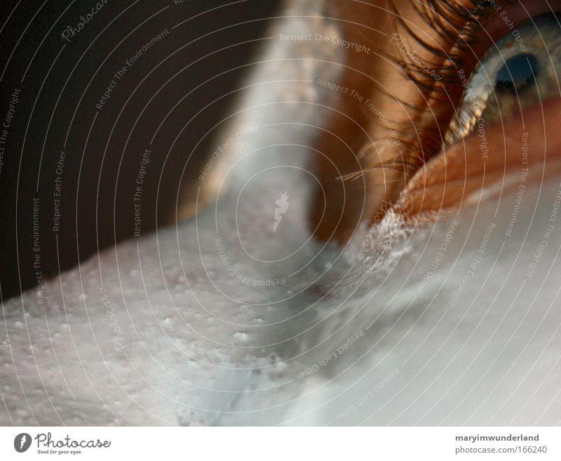the quiet inside my mind Farbfoto Wegsehen Körperpflege Haut Auge Nase Wimpern Creme Pupille Detailaufnahme Makroaufnahme Anschnitt Gesichtsausschnitt Eincremen