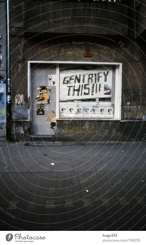 Berlin VI weiß Stadt Einsamkeit Traurigkeit Stimmung Architektur Armut Umwelt Fassade ästhetisch Vergänglichkeit Verfall Bürgersteig Verzweiflung