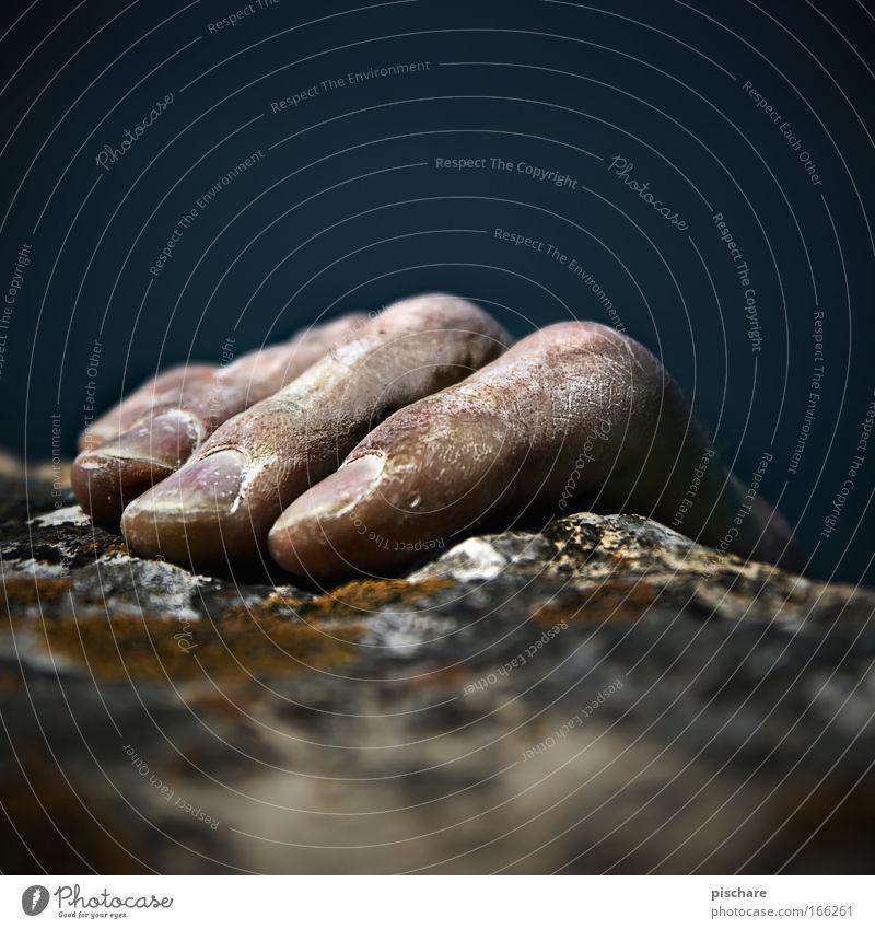 klassische MANNiküre Mann Hand Erwachsene Sport Berge u. Gebirge Kraft Angst Felsen Freizeit & Hobby dreckig Abenteuer gefährlich Finger Perspektive kaputt bedrohlich