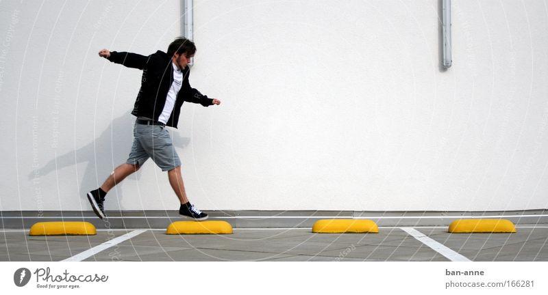 fliegerich Mensch Jugendliche Freude Erwachsene Wand springen Stein Mauer Kraft elegant fliegen Ausflug maskulin 18-30 Jahre Mann Gelassenheit