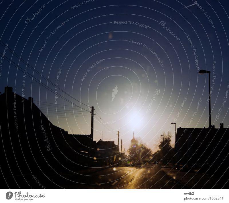 Sehtest Ferien & Urlaub & Reisen Baum ruhig Haus Straße Gebäude Stimmung Horizont Verkehr Energiewirtschaft leuchten Kirche Klima Schönes Wetter Dach