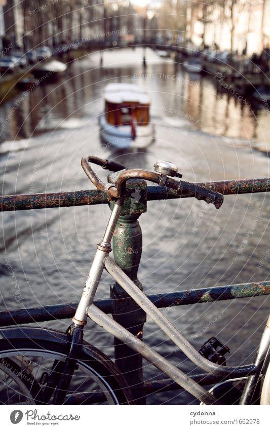 Amsterdam Ferien & Urlaub & Reisen Tourismus Ausflug Sightseeing Städtereise Stadt Verkehrswege Fahrradfahren Bootsfahrt Bewegung entdecken Freiheit