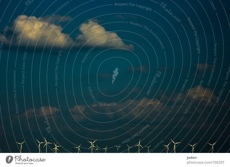 Das Grosse Kreisen Farbfoto Außenaufnahme Textfreiraum oben Windkraftanlage Umwelt Landschaft Himmel Wolken drehen Ausdauer windräder windkraft Energie rotieren