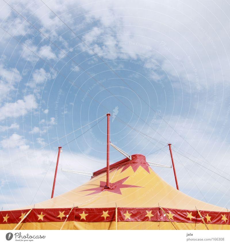 big top Farbfoto Außenaufnahme Menschenleer Textfreiraum oben Tag Künstler Zirkus Show Himmel groß gelb rot Freude Begeisterung Zelthimmel
