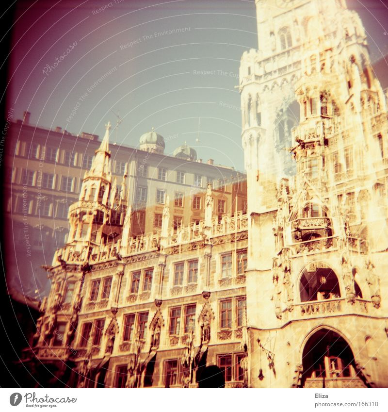 Rathaus alt Himmel Stimmung groß hoch bedrohlich München analog Bauwerk historisch Stadtzentrum Holga dramatisch Sehenswürdigkeit Altstadt