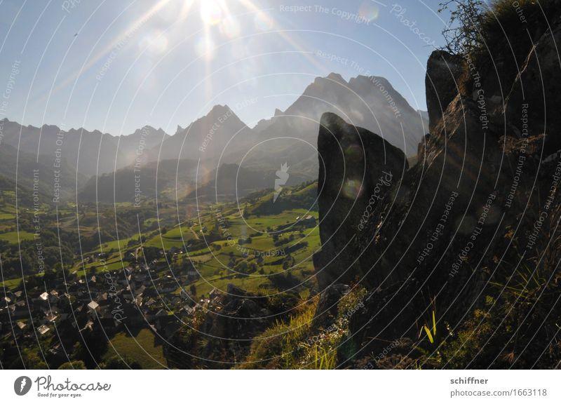 Kamma jemand die Linse putzen? Umwelt Natur Landschaft Sonne Sonnenaufgang Sonnenuntergang Sonnenlicht Sommer Schönes Wetter Gras Hügel Felsen Berge u. Gebirge