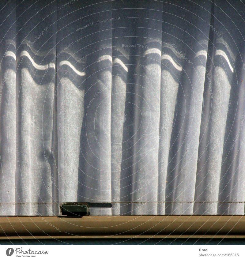 Rollin' Home Wohnwagen Gardine Falte Faltenwurf Stoff Textilien Fenster Draht Halterung Fensterrahmen grau braun Sonne Muster Strukturen & Formen
