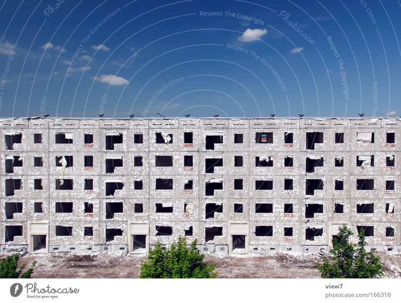 Das Ende Stadt Tod Fenster Traurigkeit Wohnung Tür groß Zeit Hochhaus Fassade Perspektive Hoffnung Dach Wandel & Veränderung Häusliches Leben Vergänglichkeit