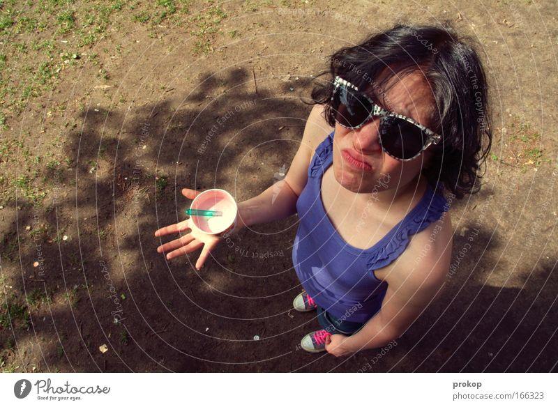 Erdbeersuppe Mensch Jugendliche Ferien & Urlaub & Reisen schön Sommer Sonne feminin Junge Frau Traurigkeit Stil Freizeit & Hobby Lebensmittel warten stehen Speiseeis Idylle