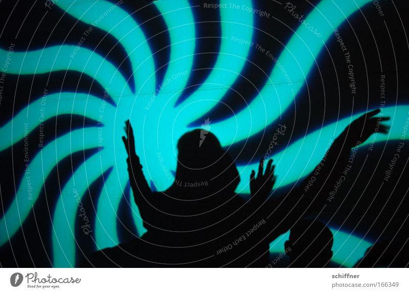 Dancing Queen Farbfoto Innenaufnahme Muster Kunstlicht Silhouette Mensch Hand Finger Bühne Tanzen Tanzveranstaltung Tänzer Veranstaltung Show Party Musik