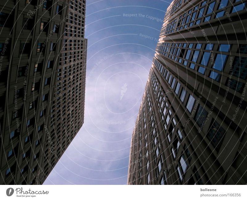 the sky is the limit... blau Haus schwarz Berlin Gebäude Architektur Deutschland Hochhaus Fassade ästhetisch Bauwerk Stadtzentrum Hauptstadt