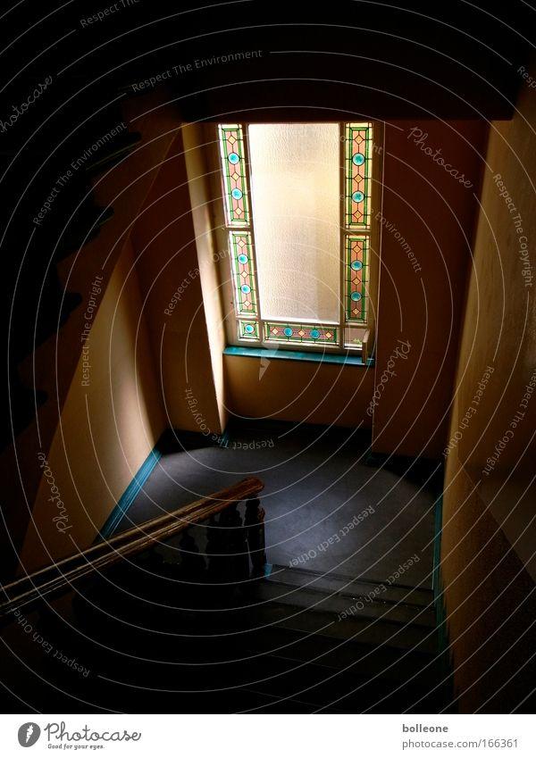 Treppauf' Treppab' Farbfoto Gedeckte Farben Innenaufnahme Menschenleer Textfreiraum unten Licht Schatten Kontrast Silhouette Haus Bauwerk Gebäude Architektur