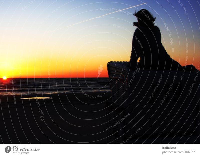 Hoffnung Mensch feminin Frau Erwachsene 1 Umwelt Natur Luft Wasser Himmel Wolkenloser Himmel Schönes Wetter Wärme Ostsee Horizont Idylle groß Fernweh Heimweh