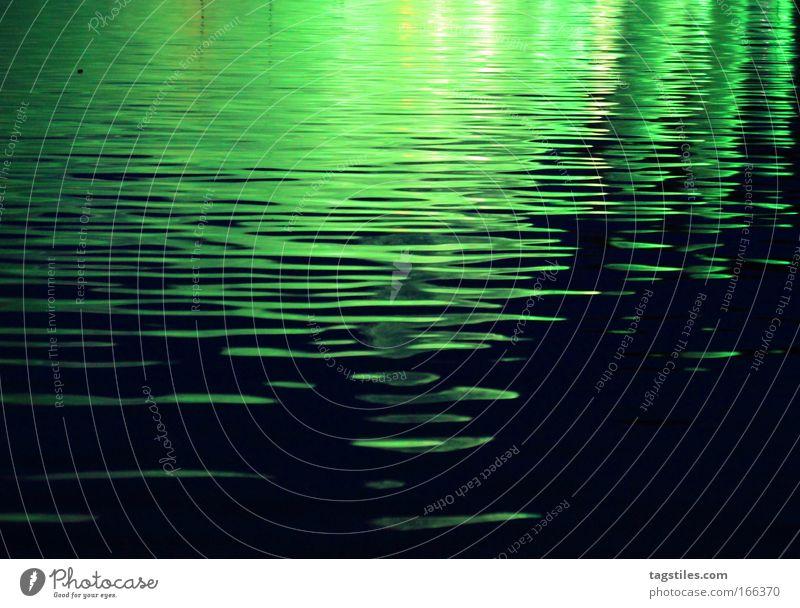 GRÜN JETZ', NE?! Wasser grün schwarz See Wellen Hintergrundbild Spiegel Teich Muster Lichtspiel Textfreiraum