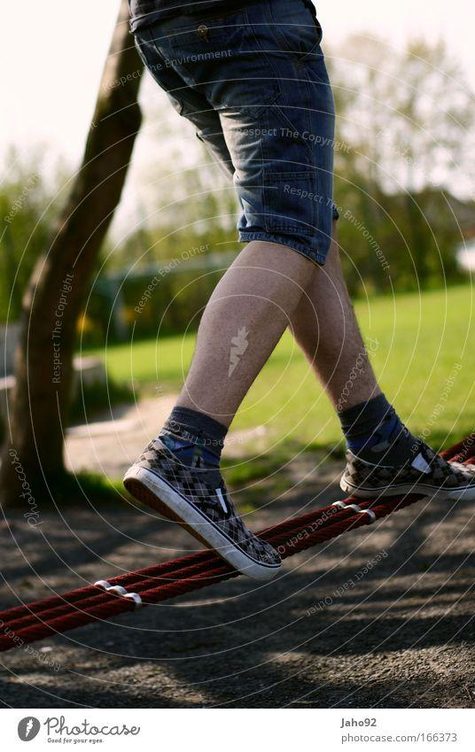 Balance und Ausgeglichenheit Mensch Jugendliche Ferien & Urlaub & Reisen Spielen Bewegung Junger Mann Tanzen Zufriedenheit Freizeit & Hobby maskulin elegant
