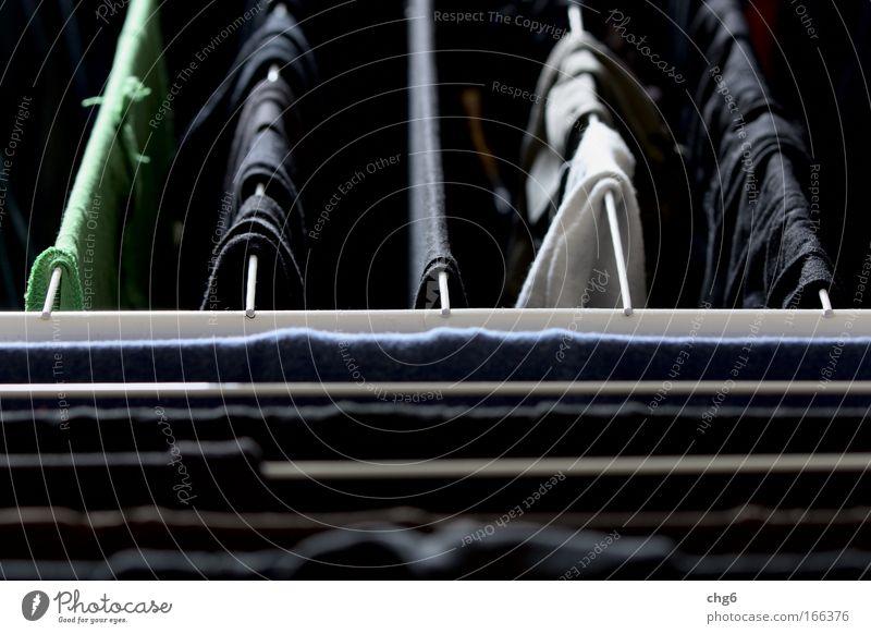 Kleine Wäsche blau weiß grün schwarz grau Wohnung Häusliches Leben Bekleidung T-Shirt Stoff Reinigen Sauberkeit hängen Unterwäsche Reinheit Haushaltsführung