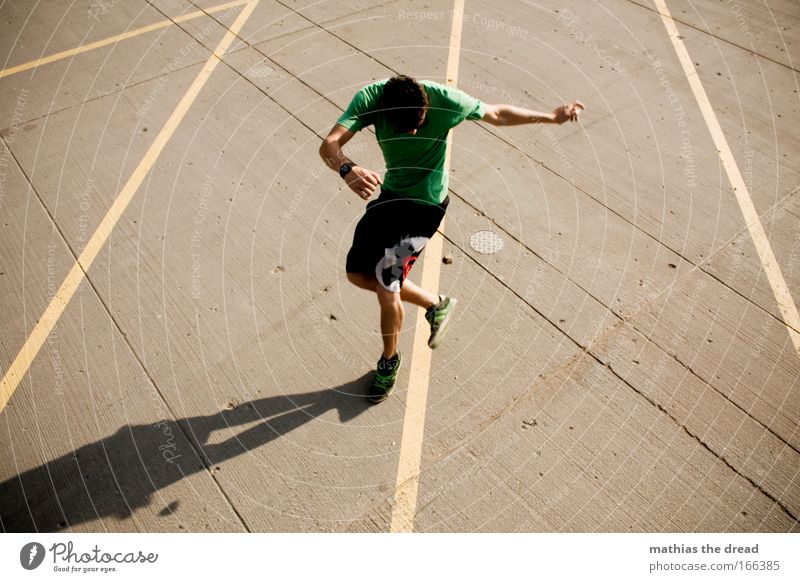 HAXENSCHWINGER Mensch Jugendliche Erwachsene Sport Spielen springen Stil Freizeit & Hobby Arme Haut Beton maskulin Lifestyle T-Shirt Ball 18-30 Jahre