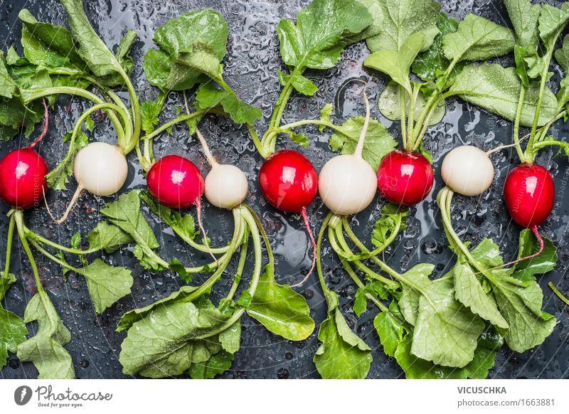 Bio Radieschen aus dem Garten Natur Sommer weiß Gesunde Ernährung rot Blatt Leben Foodfotografie Stil Lebensmittel Design Tisch rund Gemüse