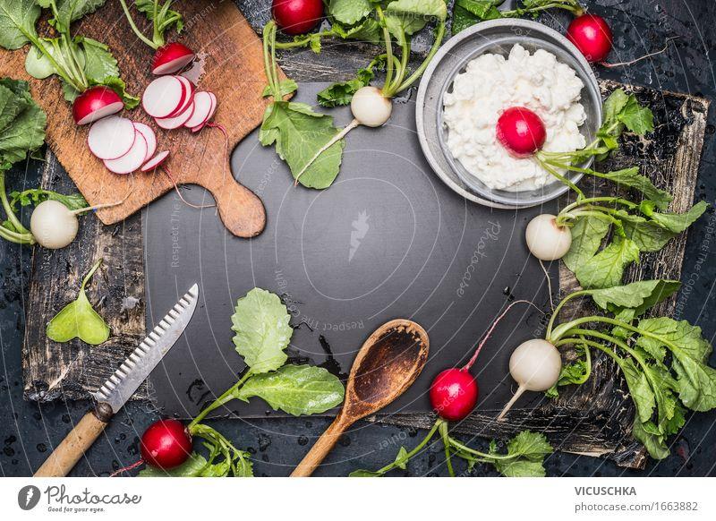 Frische Radieschen , Küchengeräte und Frischkäse Lebensmittel Gemüse Salat Salatbeilage Kräuter & Gewürze Ernährung Mittagessen Bioprodukte