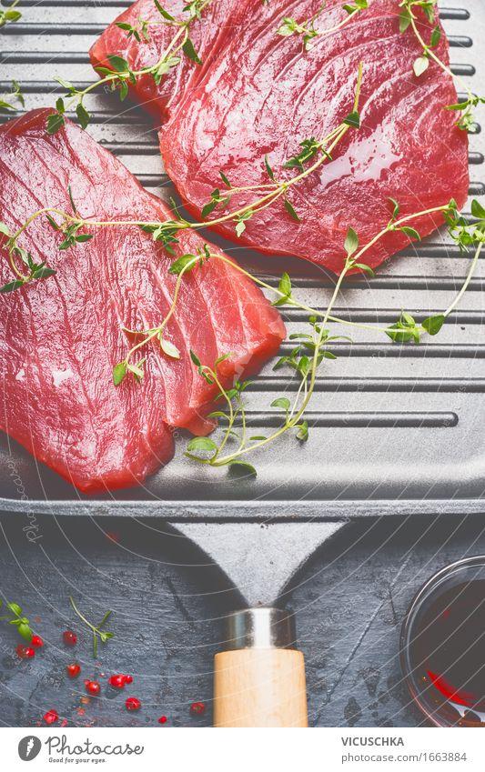 Thunfisch-Steaks in Grillpfanne mit Kräutern Lebensmittel Fisch Kräuter & Gewürze Öl Ernährung Abendessen Festessen Bioprodukte Vegetarische Ernährung Diät