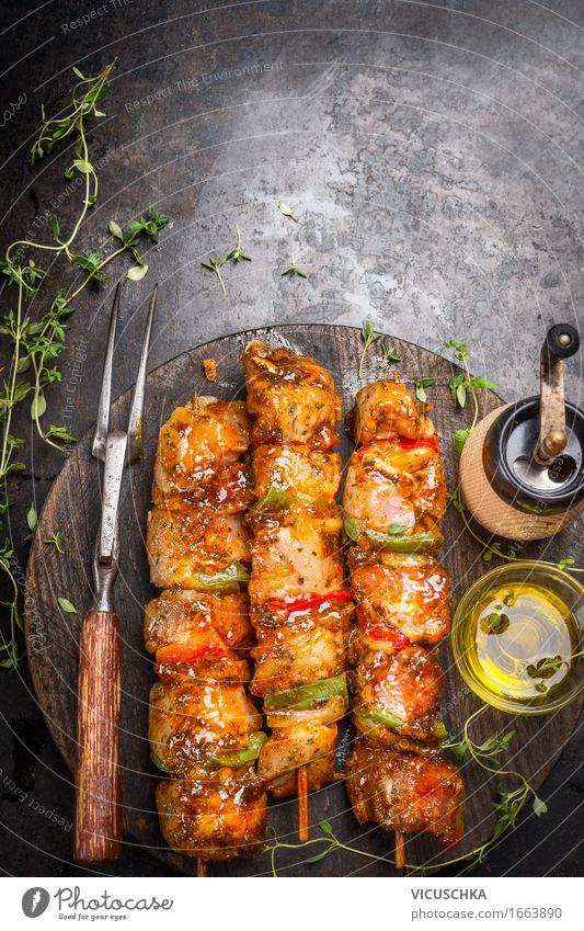 Grill Zeit mit marinierte FleischSpieße Sommer dunkel Foodfotografie Stil Lebensmittel Design Ernährung Tisch Kräuter & Gewürze Küche Bioprodukte Restaurant