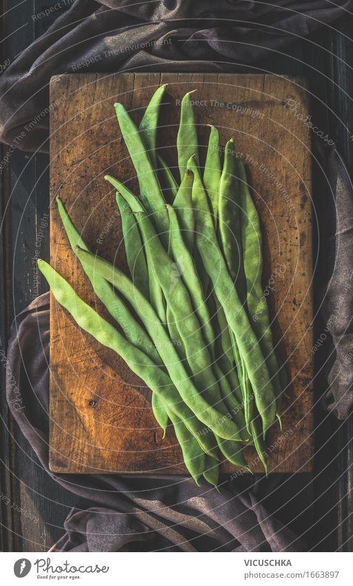 Grüne Französische Bohnen auf Schneidebrett Lebensmittel Gemüse Bioprodukte Vegetarische Ernährung Diät Stil Design Gesunde Ernährung Tisch Küche grün rustikal