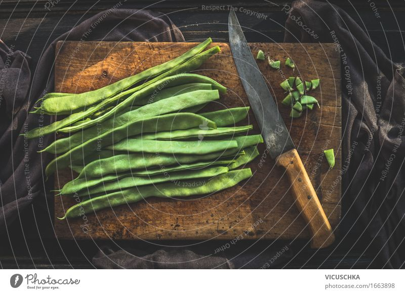 Grüne Bohnen auf Schneidebrett mit Küchenmesser Lebensmittel Gemüse Ernährung Mittagessen Bioprodukte Vegetarische Ernährung Diät Messer Lifestyle Stil