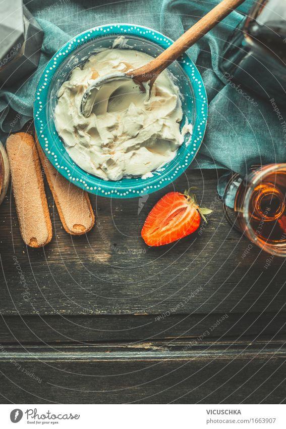 Creme für Tiramisu mit Mascarpone Käse Lebensmittel Kuchen Dessert Süßwaren Ernährung Italienische Küche Getränk Alkohol Spirituosen Schalen & Schüsseln Glas