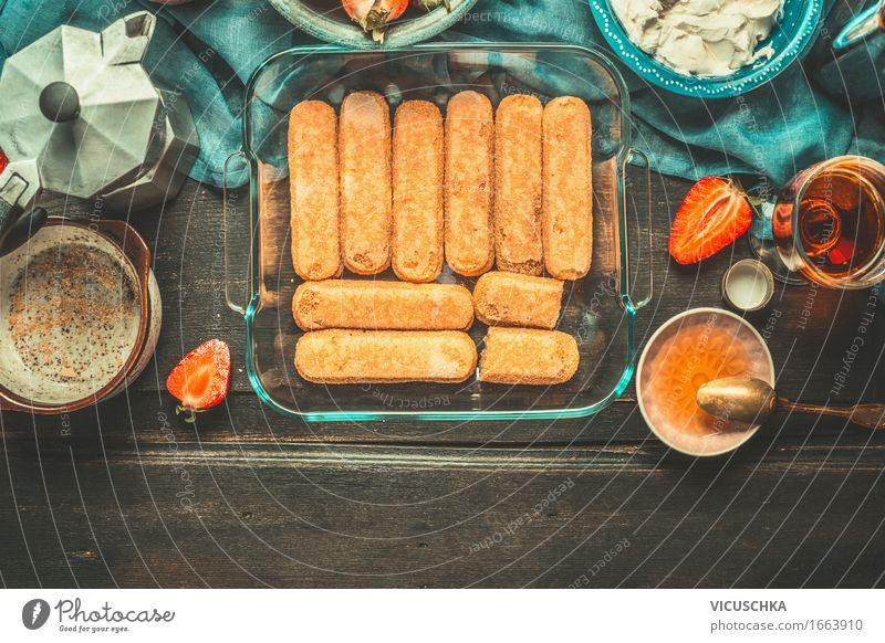 Schale mit Tiramisu Kekse Zutaten und Kochutensilien Lebensmittel Dessert Süßwaren Ernährung Kaffeetrinken Italienische Küche Geschirr Teller