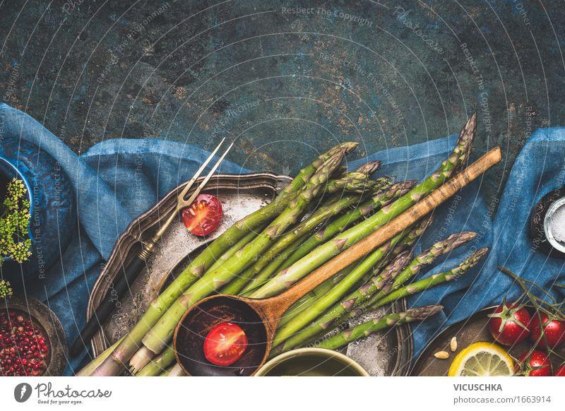 Spargel auf dem Küchentisch Lebensmittel Gemüse Salat Salatbeilage Ernährung Bioprodukte Vegetarische Ernährung Diät Geschirr Teller Gabel Stil Design