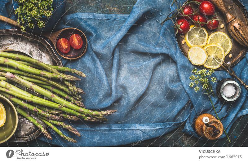 Grüner Spargel auf dem Küchentisch Lebensmittel Gemüse Kräuter & Gewürze Ernährung Mittagessen Abendessen Bioprodukte Vegetarische Ernährung Diät Geschirr Stil