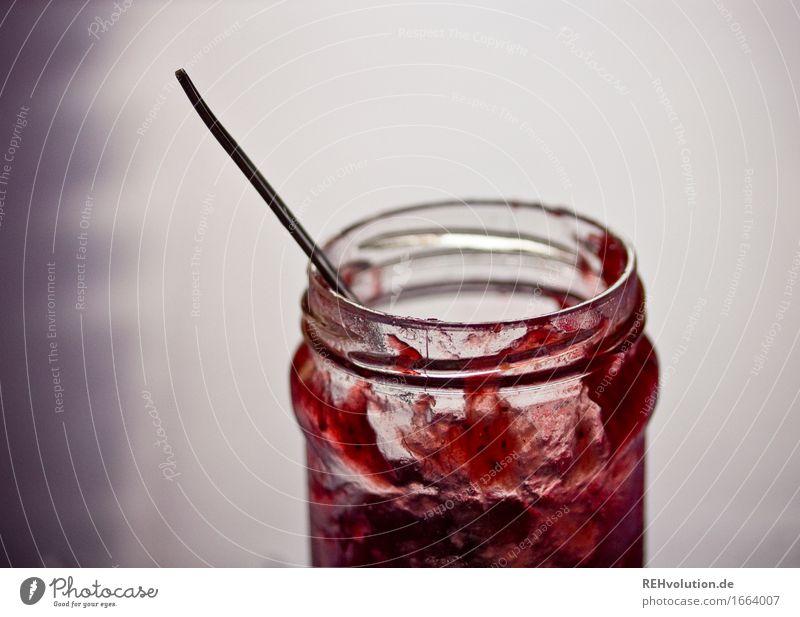 Mamas Marmelade ist die beste ... Lebensmittel Ernährung Frühstück Löffel Gesunde Ernährung Glas lecker süß rot genießen Geschmackssinn Erdbeeren Farbfoto