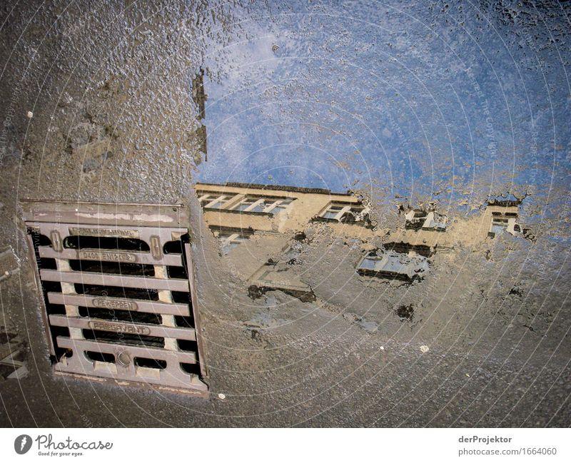 Verkehrte Welt in Berlin Himmel Ferien & Urlaub & Reisen Stadt blau Fenster außergewöhnlich grau Stein Fassade Tourismus dreckig Ausflug Neugier Hoffnung