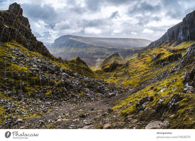 The Quiraing, Isle of Skye, Scotland Natur Ferien & Urlaub & Reisen Pflanze Landschaft ruhig Berge u. Gebirge Umwelt Leben Gras Gesundheit Felsen Tourismus Wetter wandern Sträucher Insel