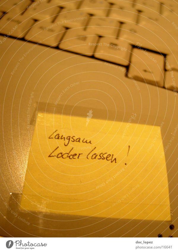 langsam locker lassen... gelb Wärme Computer Physik Information Schriftstück Notebook Informationstechnologie Tastatur Zettel Klebeband Klebstoff Protokoll