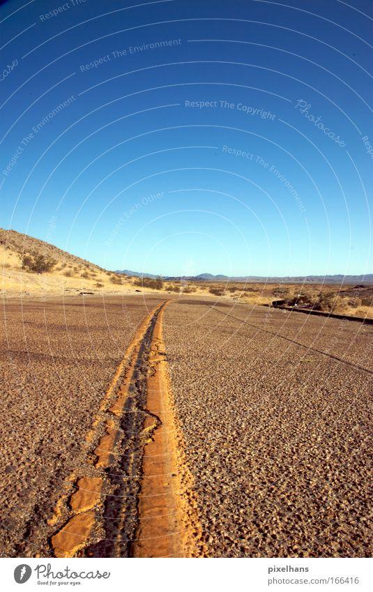 don't cross the line Umwelt Natur Landschaft Erde Sand Luft Himmel Wolkenloser Himmel Horizont Sommer Wetter Schönes Wetter Wärme Sträucher Wüste Menschenleer